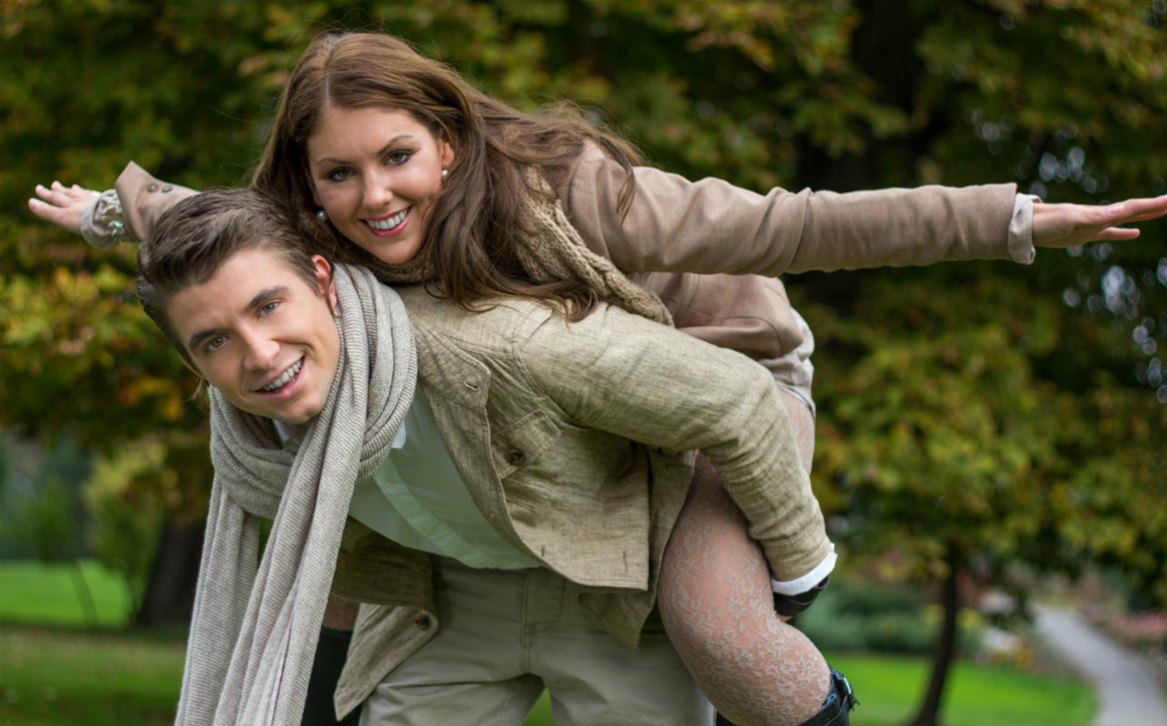 Nettideittisivustolla tavanneilla on pidempiä avioliittoja ja onnellisempia parisuhteita.