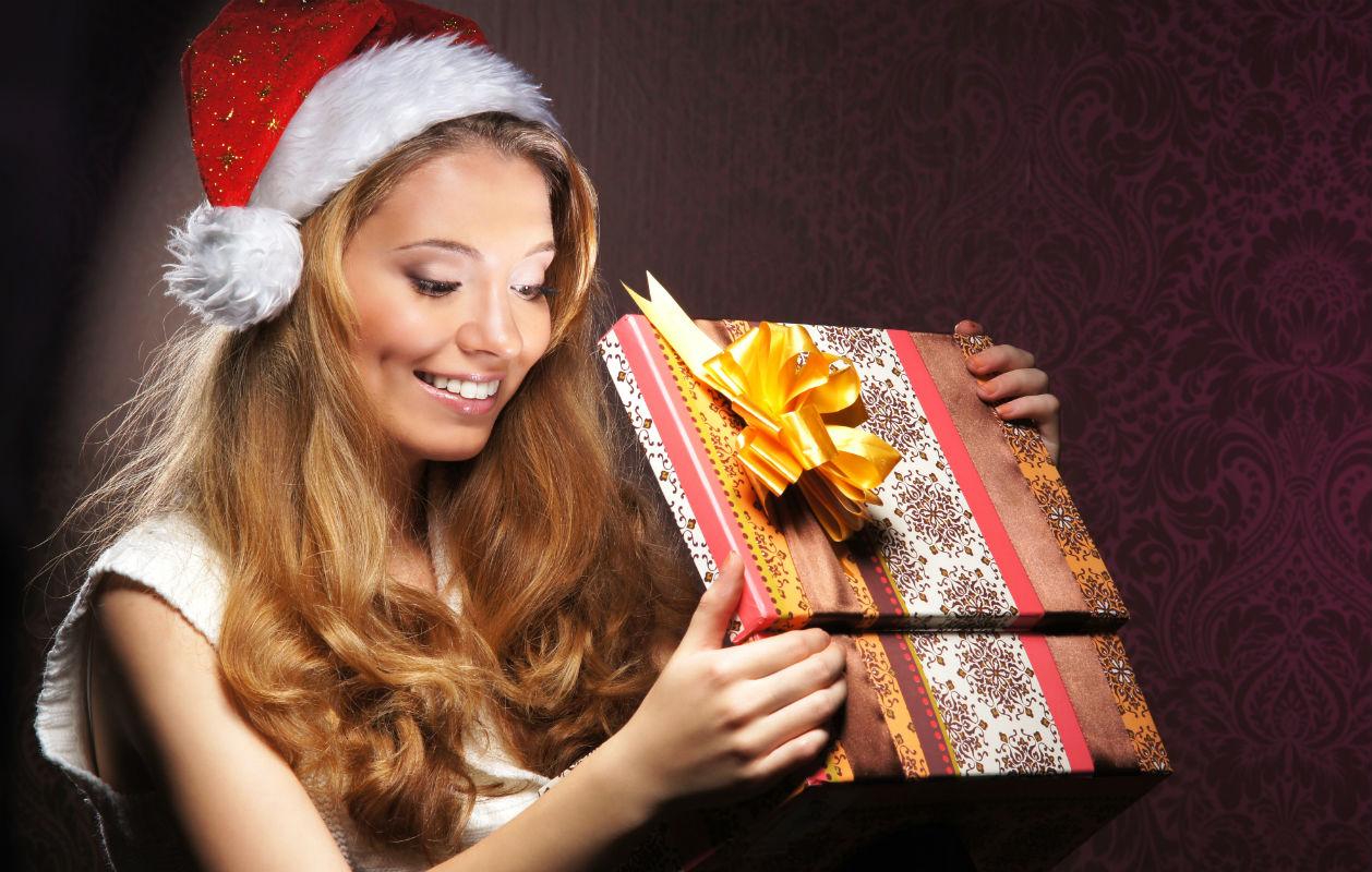 Jouluna suomalaiset sinkut viettävät aikaa sukulaisilla, mutta kolmasosa myös yksin tai lemmikkiensä kanssa kotosalla.