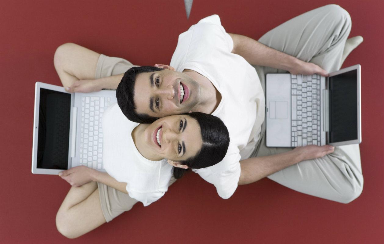 Sinkut tuumaavat, että nettideittailun paras puoli on se että myös toinen on varmasti hakemassa seuraa.