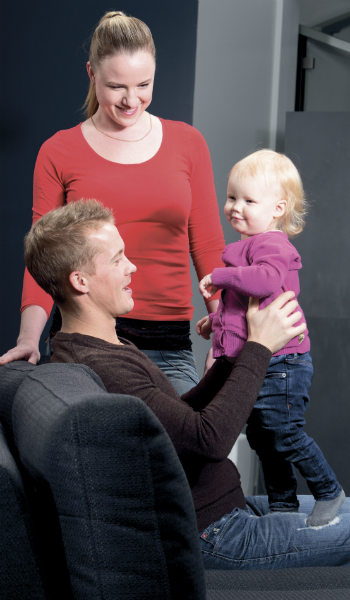 Pieni Olivia-tytär on pariskunnan silmäterä, lisää lapsia on myös toiveissa. Lisää parin kuulumisista voit lukea Karinan blogista, linkki jutun lopussa.
