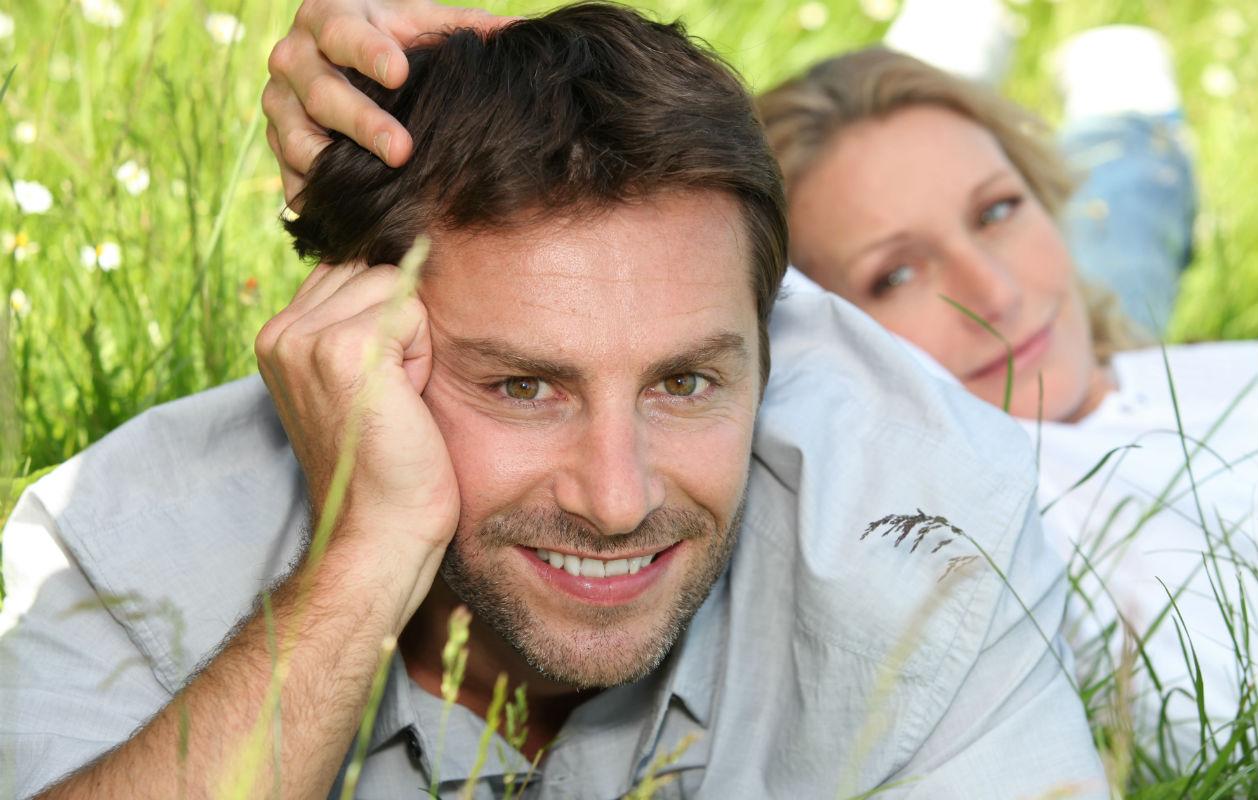 Mistä tietää onko mies kiinnostunut? Lue ohjeet siihen että pääse t miehen pään sisään