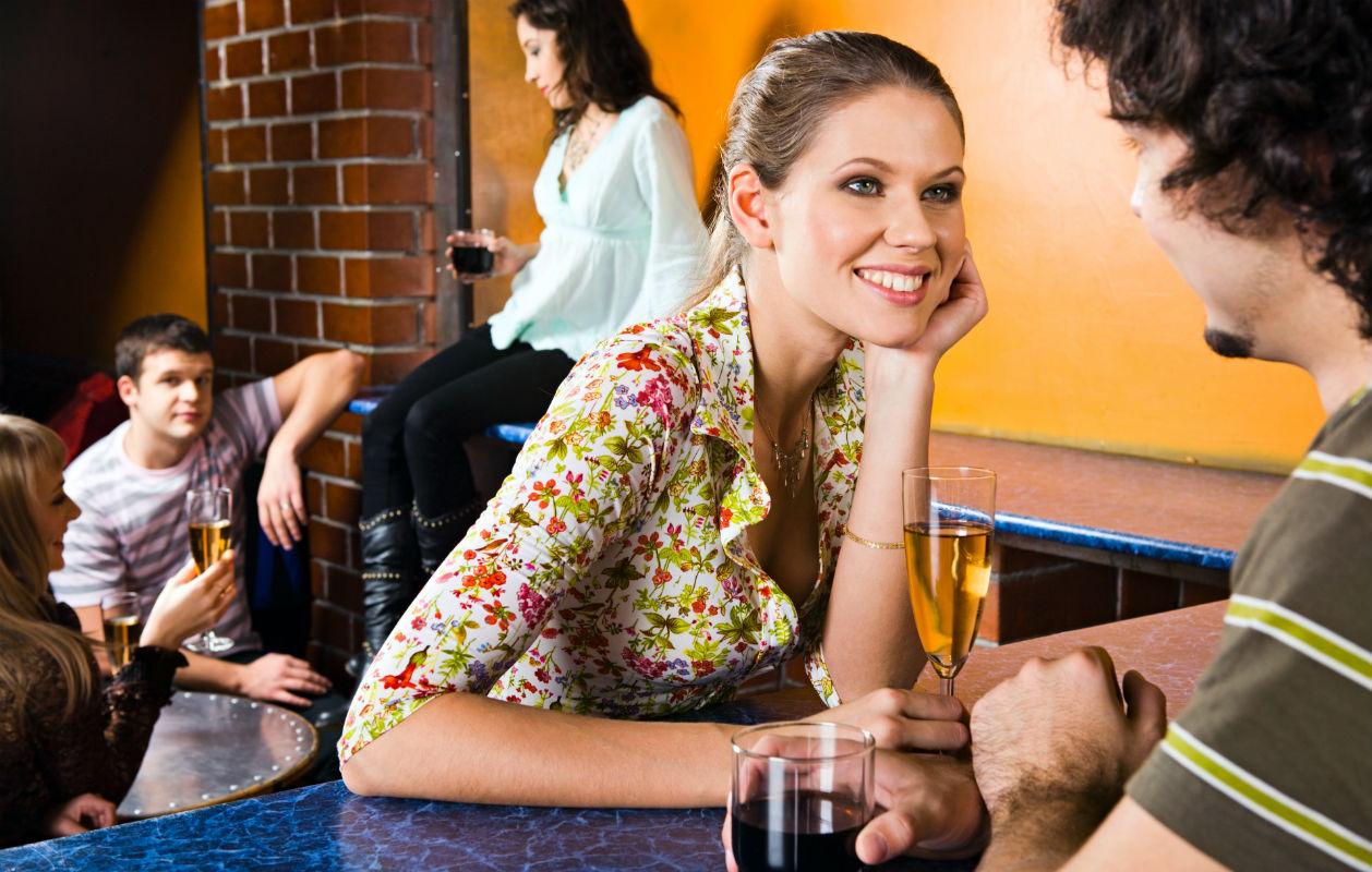 Miten puhua naiselle: TOP 3 vinkit naisten iskemiseen
